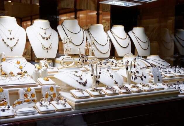 疫情之下 黄金珠宝产业的危与机