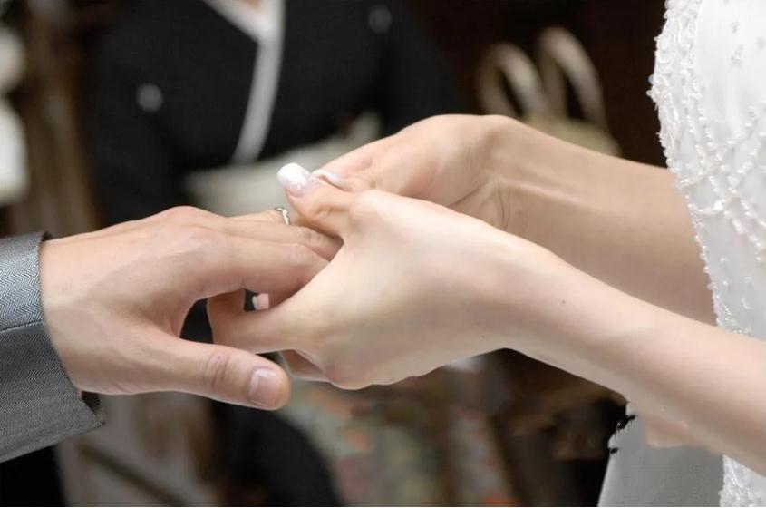 疫情过后有望迎来婚礼高峰期 ,珠宝企业或现强力反弹