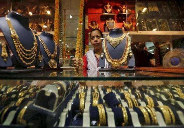 """印度的""""黄金城"""",整条街都是金银珠宝,难怪会总觉得我们很穷"""